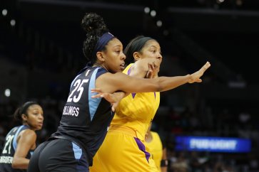 Dream rookie Monique Billings guards Candace Parker. Photo by Maria Noble/WomensHoopsWorld.