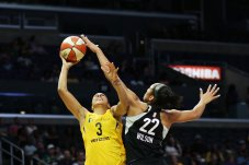 A'ja Wilson defends Candace Parker. Maria Noble/WomensHoopsWorld.