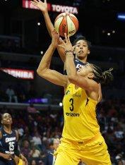 Candace Parker shoots the ball. Maria Noble/WomensHoopsWorld.