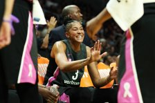 Candace Parker makes a point at a timeout. Maria Noble/WomensHoopsWorld.