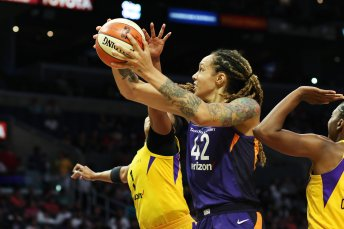Brittney Griner spins to shoot. Maria Noble/WomensHoopsWorld.