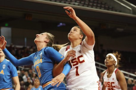 Chantel Horvat and Kayla Overbeck fight for the rebound. Maria Noble/WomensHoopsWorld.