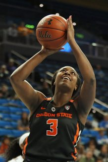 Maddie Washington lays it up and in. Maria Noble/WomensHoopsWorld.