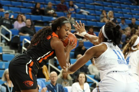 Maddie Washington is guarded by Lajahna Drummer. Maria Noble/WomensHoopsWorld.