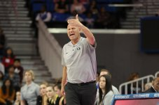 Oregon coach Kelly Graves shouts instructions to players. Maria Noble/WomensHoopsWorld.