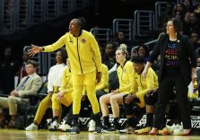 Nneka Ogwumike yells instructions from the bench. Maria Noble/WomensHoopsWorld.