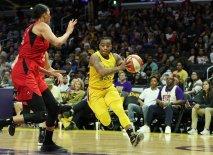 Riquna Williams drives to the basket. Maria Noble/WomensHoopsWorld.