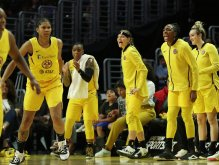 The Sparks bench is excited in the final minutes of the game. Maria Noble/WomensHoopsWorld.