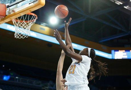 Michaela Onyenwere scores. Maria Noble/WomensHoopsWorld