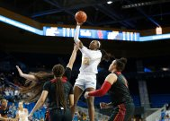 Michaela Onyenwere soars to score. Maria Noble/WomensHoopsWorld