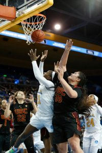 Michaela Onyenwere and Alissa Pili battle for a rebound. Maria Noble/WomensHoopsWorld