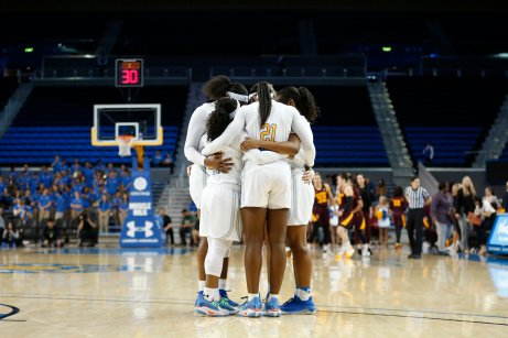 The No. 10 UCLA Bruins huddle before tipoff. Maria Noble/WomensHoopsWorld.