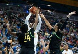 Michaela Onyenwere rises over the Oregon defense to score. Maria Noble/WomensHoopsWorld.