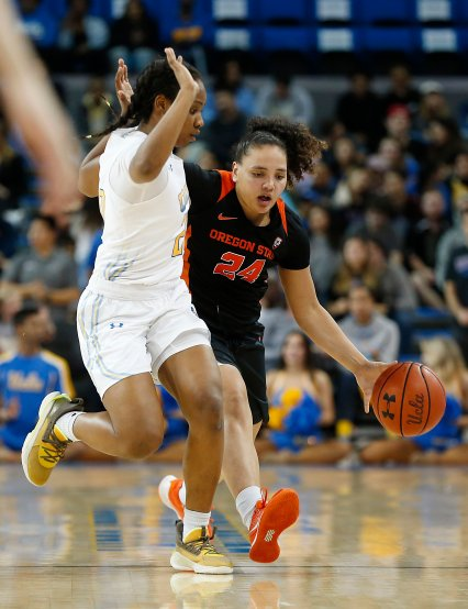 Charisma Osborne defends Destiny Slocum. Maria Noble/WomensHoopsWorld.