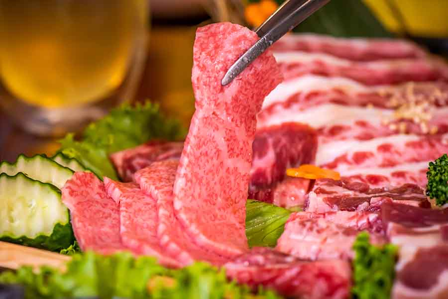 西門町美食、和牛燒肉「喜多肉」超推「豪華極盛拼盤」、和牛沙朗心牛排,入口即化的口感,跟在日本吃的一模一樣!