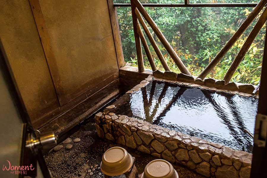 【九州自駕】宿。大分縣獨棟民宿つれづれ,浴室內半露天自然溫泉,一房一廳、提供免費車位,一晚台幣2千有找!