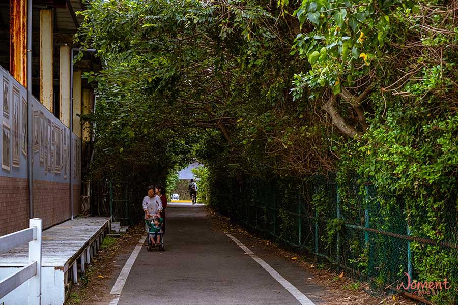 淡海輕軌藍海線-沙崙沙灘旁自行車道
