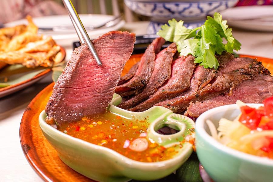 泰式料理餐廳推薦,吃泰國菜到「饗泰多」體驗南洋風情,不僅嚐遍泰國四大菜系,美味街邊小吃也上桌挑戰食客味蕾!