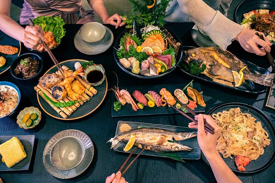 南京復興站美食推薦「一号基地」居酒屋餐廳,慶城街下班聚餐的美食基地!供應新鮮日本料理、酒款齊全,打造全台北最放鬆的歡樂饗宴