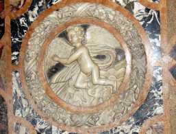 Filigrane Steinarbeiten im Dom von Ravenna