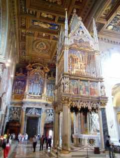 Rom 9 - Lateranbasilika 11 Altar 2 Seitenansicht