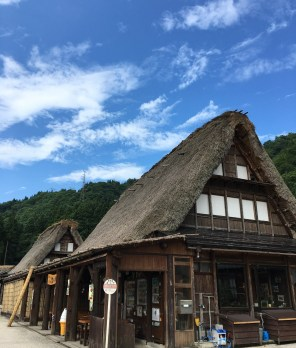 Gassho-zukuri houses
