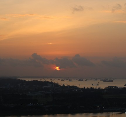 Sunrise near Merlion area