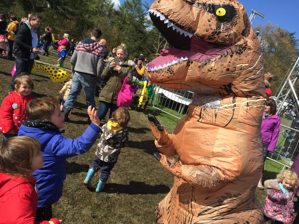 kids love dinosaurs