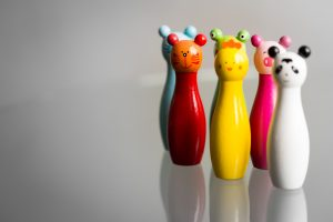 Ideas for plastic-free party bags - wooden figurines and party fillers