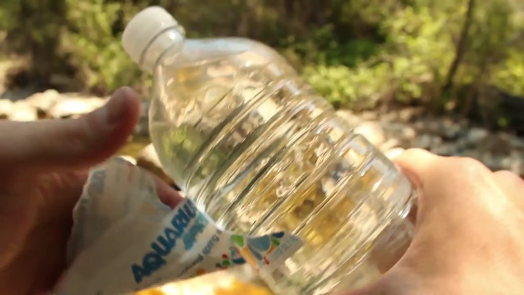 Start-a-Fire-With-a-Water-Bottle