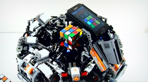 7 Wonderfully Engineered Gadgets Made Out Of LEGO 1