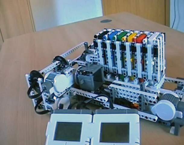 7 Wonderfully Engineered Gadgets Made Out Of LEGO 2aa