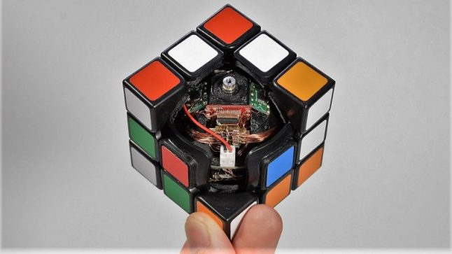 Check Out This Rubik Cube That Can Solve Itself