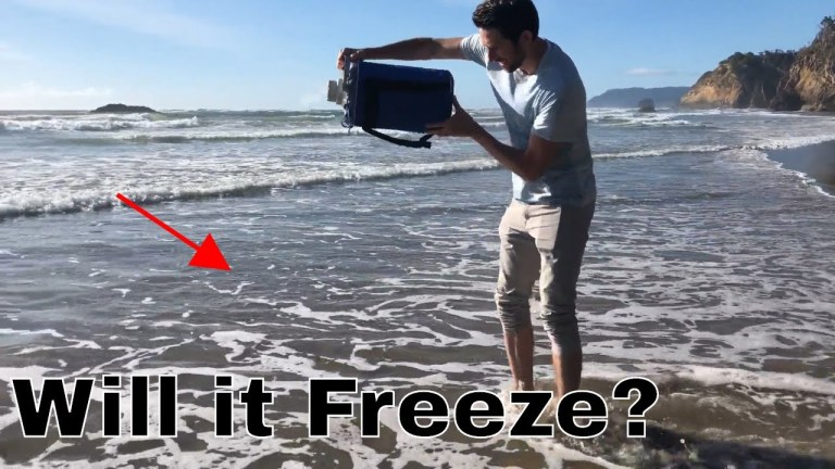 The Action Lab Pours Three Liters Of Liquid Nitrogen In Ocean