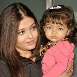 Pic of Aishwarya Rai Bachchan with daughter Aaradhya who is 17 months.