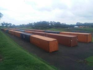 Containers da Tomorrowland Brasil já estão acoplados no Parque Maeda, em Itu