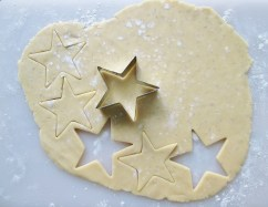 Since there's a lot of butter in this dough, it can be very delicate when soft, so I recommend letting the dough chill uncovered in the fridge for 2 minutes before removing the stars from the cutting board.