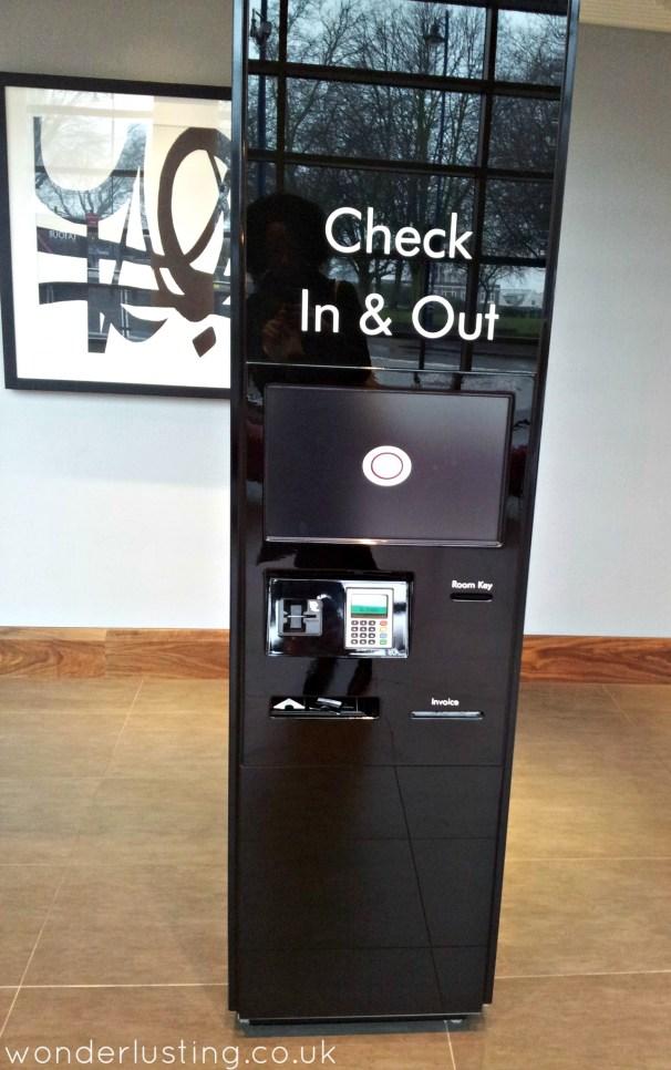 Hotel Latour checkin ATM
