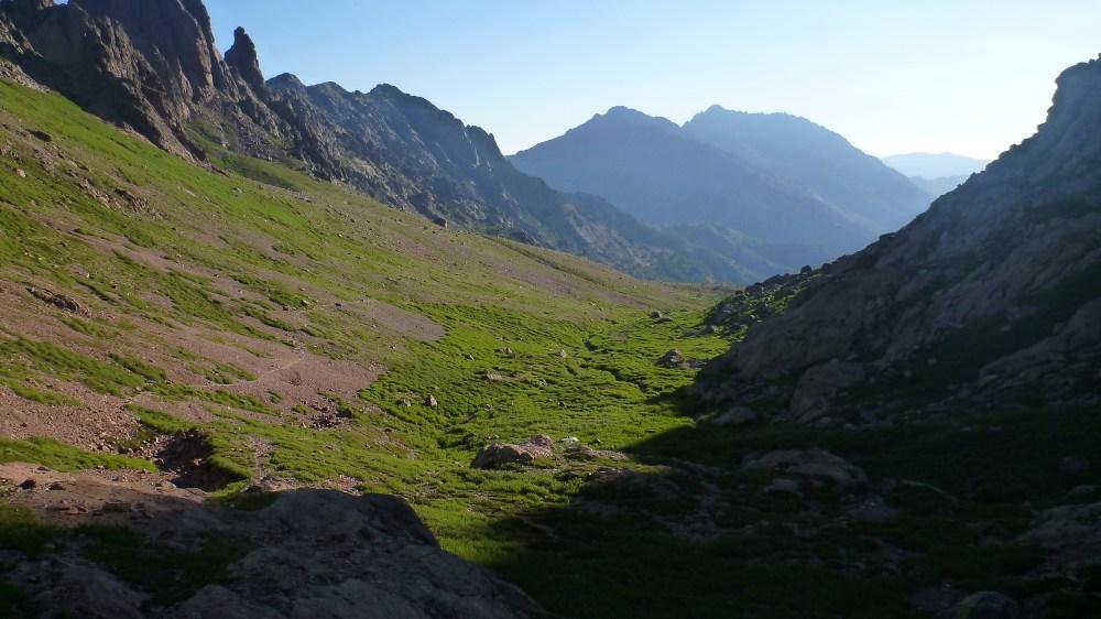 Montée dans un paysage très alpin