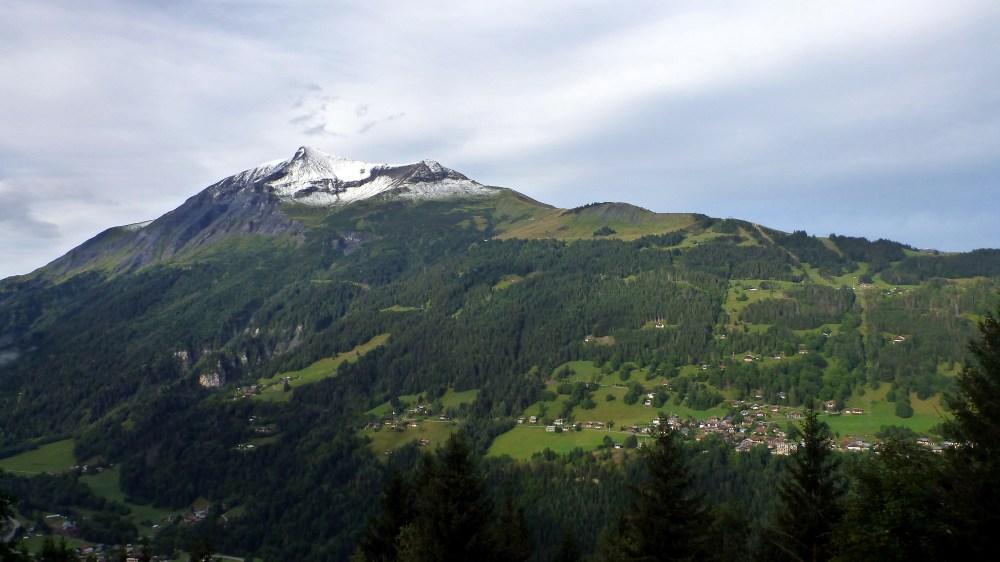 Le Mont Géroux et sont chapeau blanc