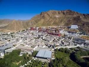 Shigatse and Tashilhunpo Monastery in Tibet