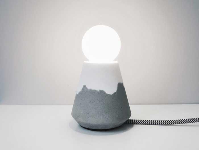 山峰雪景水泥桌燈