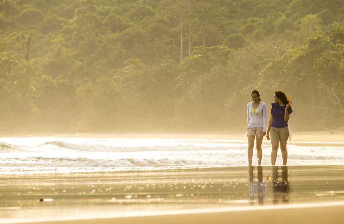 Suasana di Pantai Nangelan