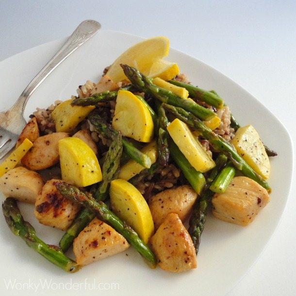 Lemon Pepper Chicken & Asparagus Quick Dinner Saute - wonkywonderful.com #shop #SauteExpress