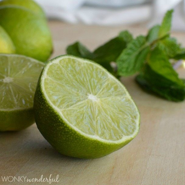 Healthy Mojito Smoothie Recipe - Lime and Mint - wonkywonderful.com