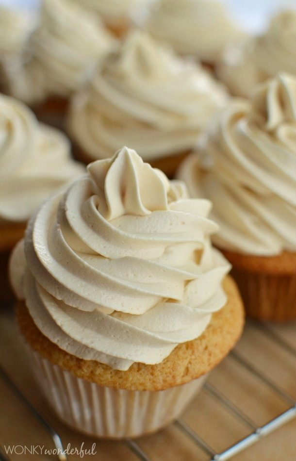 Easy Buttercream Frosting Recipe - Maple - Icing Recipe - wonkywonderful.com