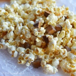 Sweet and Salty Popcorn with Chocolate & Caramel - wonkywonderful.com