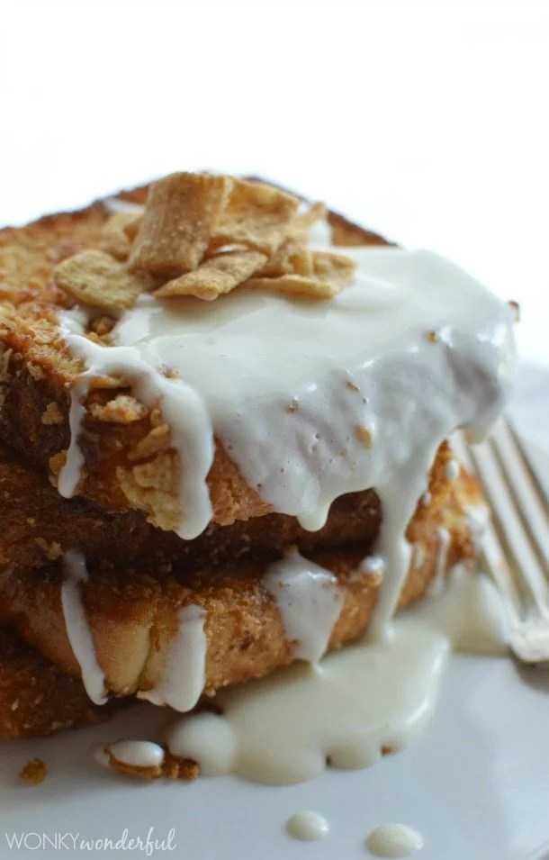 Cinnamon Toast Crunch French Toast with Cream Cheese Glaze! #breakfast #recipe #WincoCerealLovers - wonkywonderful.com