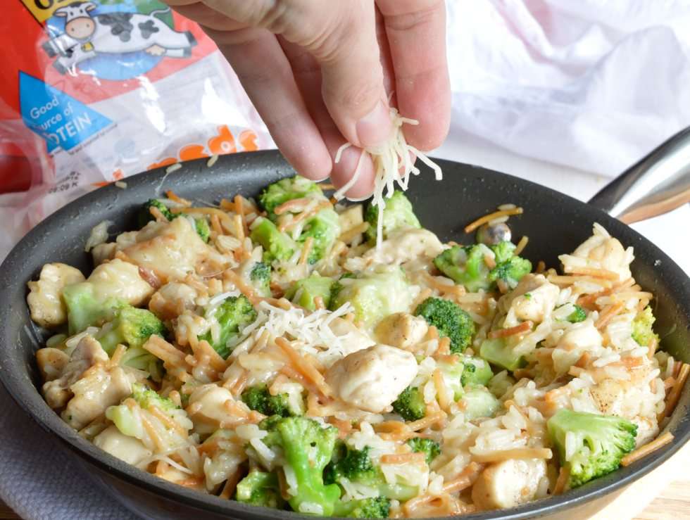 Make a weeknight dinner recipe that is quick, easy and sure to please the entire family! This One Pot Cheesy Chicken Broccoli Rice Casserole has everything you need in a meal all in one.