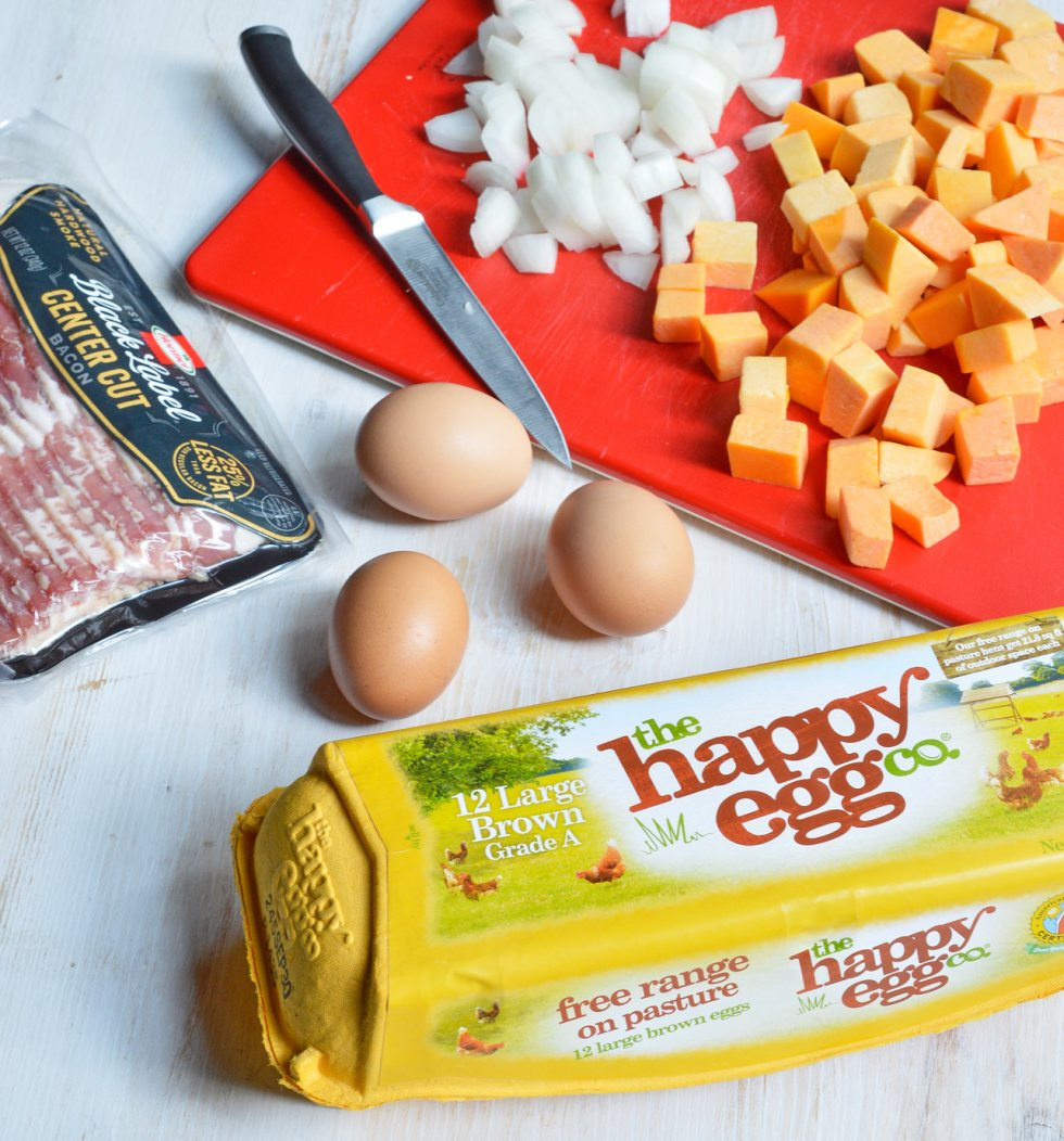 The air is getting chilly and it is time for cozy comfort food. This Fall Breakfast Hash Recipe will get you going in the morning! It is an easy breakfast recipe made with butternut squash, bacon, onions and eggs.